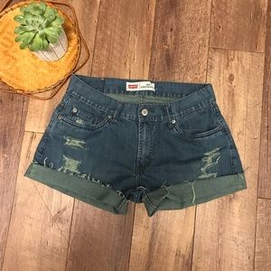 Levi's Distressed mid rise jean shorts size 8